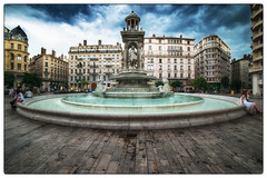 Lyon, la Place des Jacobins (tontonlabiere) Tags: lyon placedesjacobins rgionauvergnerhnealpes rhnealpes statue samyang samyang14mm uga