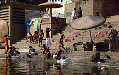 Bathing in the Ganges (Hubert Streng) Tags: ganges varanasi india river bathing gath dashashwamedh
