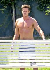 IMG_5593 (danimaniacs) Tags: shirtless man hot sexy hunk mansolo