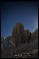 En el Urriellu. (RaigosoFotografa) Tags: longexposure mountain night stars noche europa peak pico estrellas montaa picos naranjo urriellu bulnes urrieles