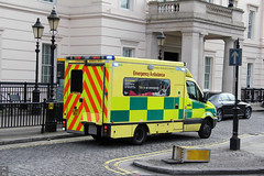 Emergency at The Lanesborough (Canadian Pacific) Tags: london westminster uk england english britain great unitedkingdom sw1 ambulance lanesborough hotel hydeparkcorner belgravia aimg0788