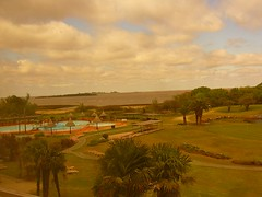 Colonia (Gabriela Andrea Silva Hormazabal) Tags: tierra earth campo vegetacion verde green ruta sheraton colonia uruguay resort cincoestrellas luxury lujo golf