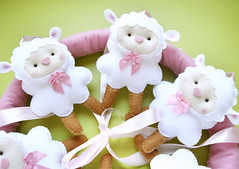 Mbile ovelhinhas (Meia Tigela flickr) Tags: baby rosa felt beb quarto feltro menina decorao bero mbile ovelha ovelhas quartinho carneirinhos ovelhinha