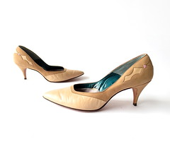 1950s tan and cream leather heels with fancy heel details, by Raymonde (Small Earth Vintage) Tags: leather shoes pumps 1950s heels 50s raymonde twotone vintagefashion vintageshoes vintageaccessories smallearthvintage
