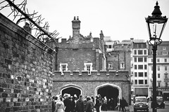 St-James Palace (Playing_with_light) Tags: uk england people bw london wall nikon palace nails protection stjames entrace d800
