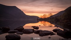 Tranquil sunset at Llyn Cwellyn (elganjones1) Tags: sunset lake silhouette wales canon north 6d llyn 24105mm cwellyn