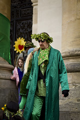 May_Morning_15s-1088 (breakbeat) Tags: street people man green leaves sunglasses festival scarf photography spring candid may event wreath oxford crown dressinggown satin mayday pyjamas pagan headdress creased housecoat maymorning maymorning2015
