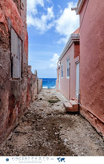 Alley leading up to the ocean in the Pietermaai District, Willemstad in Curacao. (Vincent Demers - vincentphoto.com) Tags: abcislands alley amriquedusud antilles antillesnerlandaises architecture architecturecoloniale building btiment carabes caribbean caribbeanisland caribbeansea colonialarchitecture colorful color colourful curacao curaao destinationdevoyage destinationtouristique dutchcaribbean dutchcaribbeanisland historicpietermaaidistrict iledescarabes kingdomofthenetherlands mer merdescarabes multicolore neighborhood netherlandsantilles ocean ocan photodevoyage photographiedevoyage pietermaai pietermaaidistrict quartier quartierpietermaai royaumedespaysbas ruelle sea southamerica tourism tourisme travel traveldestination travellocation travelphoto travelphotography trip voyage willemstad cw