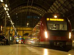 430 111 auf der S7 nach Riedstadt... (marcelmehlhorn) Tags: night nacht et hbf frankfurtmain 430 s7 rmv