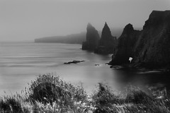 The Stacks of Duncansby Head (jonlp) Tags: landscape johnogroats scotland eskozia escocia highlands sea seashore blackandwhite monocrome natura paisajea txuribeltza monocromtico naturaleza paisaje
