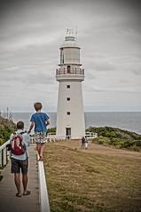 Cape Otway Lighthouse (Alfonso López Rodríguez) Tags: boy people lighthouse faro gente australia victoria climbing walkway pasarela chico greatoceanroad oceania capeotway