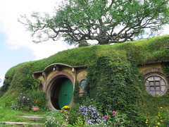 "Hobbiton <a style=""margin-left:10px; font-size:0.8em;"" href=""http://www.flickr.com/photos/83080376@N03/16770664880/"" target=""_blank"">@flickr</a>"