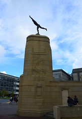 NZA-02 - 2015-02-23 - DSC_6829 (bix02138) Tags: newzealand sculpture 1936 auckland northisland parkroad 2015 aucklanddomain february25 aotearoanewzealand theathlete1936 richardolivergross18821964