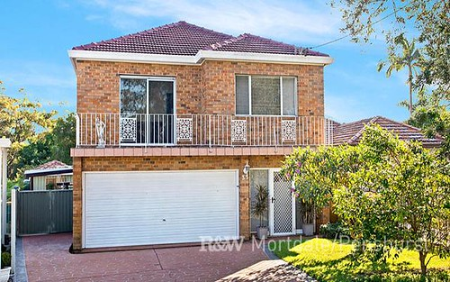 33 Beaumaris Cr, Mortdale NSW 2223