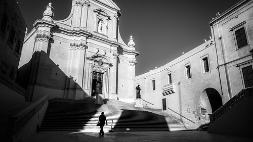 Cathedral square - Victoria, Malta - Black and white street photography