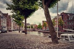 Hoge der Aa | Groningen, the Netherlands (frata60) Tags: nikon d300s tokina 1224mm groningen groothoek wideangle city stad hoofdstad hogederaa lagedera kade reitdiep tree streetshot streetphotography boats boten centrum