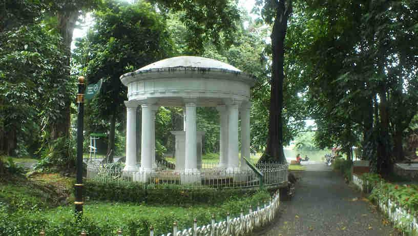 Lady Raffles Monument