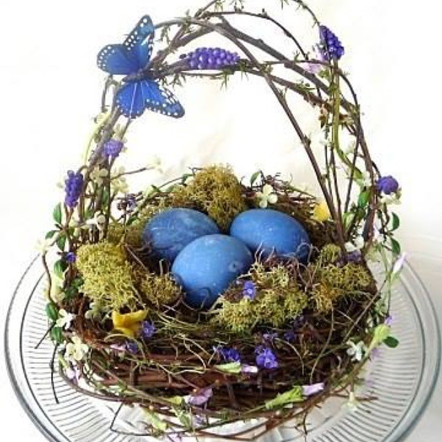 Happy Easter to all, today is a day of happiness, hope and love for all.