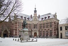 Utrecht - Academiegebouw (grotevriendelijkereus) Tags: street city winter snow holland netherlands utrecht heart sneeuw nederland center historic centrum stad straat historisch binnenstad
