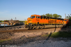 BNSF 7926 pokes into the sun while viewing the Mississippi. (Machme92) Tags: railroad sunset sky sun water river mississippi tracks rail trains row bn missouri rails ge railfan bnsf railroads railroading railfanning gevo railfans trainrace burligrton