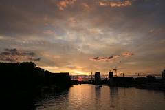 Sonnenutergang / Sunset (Pascal Volk) Tags: sunset sky berlin skyline clouds kreuzberg twilight sonnenuntergang sundown himmel wolken wideangle wa dmmerung ww friedrichshain cloudporn afterglow superwideangle abendrot oberbaumbrcke sww uwa weitwinkel 30mm swa ultrawideangle fhain xberg uww ultraweitwinkel superweitwinkel hiwosomoshots canonef1635mmf4lisusm canoneos6d berlinfriedrichshainkreuzberg