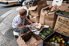 Aunty cutting jackfruit (rnakama_photos) Tags: fujixpro2 jackfruit downtownhonolulu fujilove2016 xf16mm fuji streetphotography hawaiistreetphotography chinatown
