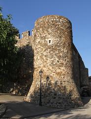 DETALLE MURALLA DEL CASTILLO DE BRUNYOLA (Joan Biarns) Tags: brunyola laselva girona catalunya 204 canon7d castillo castell muralla
