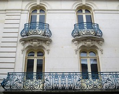 lgante faade (Doonia31) Tags: fentres ferronneries ferforg balcons mur faade maison vitres vannes bretagne france sculptures