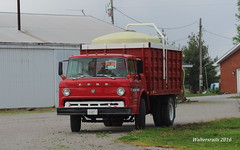 Old Ford Farm Truck (waltersrails) Tags: ford truck farm cabover