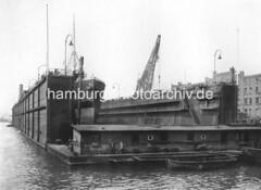 X334221_IV_97 Schwimmdock mit dem Dampfschiff Cap Verde auf der Schiffswerft Blohm & Voß in der Hansestadt Hamburg. (christoph_bellin) Tags: fotos hamburger hafen bilder entwicklung geschichte alte werft historische fotoarchiv bootsbau schiffswerft werftarbeiter