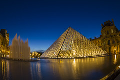 Muse du Louvre (alexknip) Tags: fountain louvre pont artmuseum palaisroyal lelouvre vijver musedulouvre thelouvre fontein louvremuseum thepyramid richelieuwing therichelieuwing