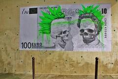 Ludo_7612 passage du Bureau Paris 11 (meuh1246) Tags: streetart paris punk elizabethii billet ludo crne paris11 fauxbillet passagedubureau brexit