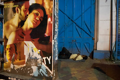 CALC-2683 Sleeping next to poster (rose.vandepitte) Tags: india kolkata night sleeping poster street streetphotography streetscene streetlife kiss nikond750