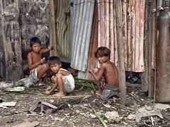 Manila (yrotori2) Tags: voyage travel bambini manila childrens rifiuti viaggio povert baracca sporcizia filippine bambinidistrada enfantderue