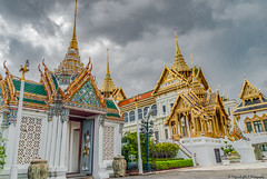 Chakri Maha Prasat View (magicallights) Tags: bangkok grandpalace thailand travellog travel chakrimahaprasat darkclouds decorated
