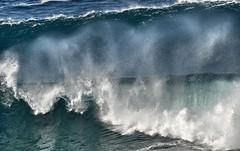 DSC_0013 Breaking waves (Rodolfo Frino) Tags: sea ocean waves wind seascape oceanscape drop droplet droplets bluesea deepbluesea