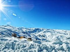 Un da por Sierra Nevada, Granada (Salvador Anaya) Tags: blanco casa nieve granada invierno sierranevada frio altura cima esquiar