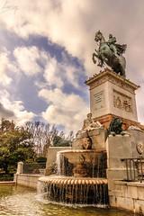 Palacio Real de Madrid (flamesay) Tags: madrid sky espaa horse canon real caballo spain fuente palacio flamesay