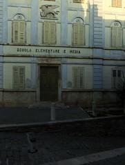 buie, piazza san servolo (violica) Tags: school croatia croazia scuola istria hrvatska buie leonedisanmarco buje lionofsaintmark piazzasanservolo trgsvservula