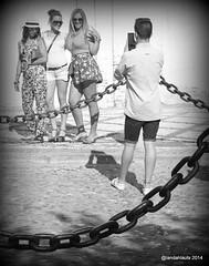 Say cheese! (Landahlauts) Tags: woman man photography andaluca mujer europa europe stranger andalucia worldheritagesite granada andalusia andalusien hombre worldheritage desconocido albaicin andalusie andaluz photographe unioneuropea andaluzia  patrimoniodelahumanidad albayzin  andaluzja robandoalmas stealingsouls andaluzio     andalouzia andalusiya