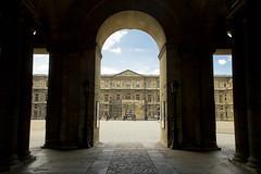 Colonnade de Perrault (Tareqitos) Tags: city paris france louvre colonnade perrault arche