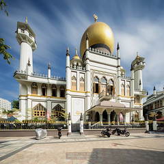 Masjid Sultan Mosque (JamCanSing) Tags: masjid masjidsultan mosque minaret qubba dome towers kampong kampongglam golden bluesky longexposure toursim destination singapore heritage prayer