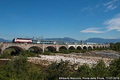 Trenitalia E402B 116 Ponte della Priula (Alberto Mazzucco) Tags: lourdes pellegreni e402b trenitalia treni treno ponte pontedellapriula cuccette barellata sole fiume piave