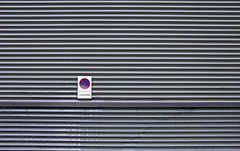 Loading Zone (C_MC_FL) Tags: minimalistic minimalism minimalistisch simple abstract lines sign negativespace copyspace canon eos 60d munich einfach abstrakt linien information verkehrszeichen schild fotografie photography tamron b008 18270 mnchen ladezone