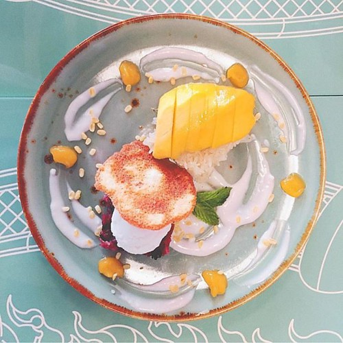 Stressed? spell it backward, desserts! D😊 Smile and enjoy mango sticky rice from White Oven at SO Sofitel Hua Hin   อากาศขมุกขมัวแบบนี้ หาของหวานคลายร้อนให้ชื่นใจกันดีกว่า  D😊📷 Thanks our lovely guest @leslie918 for this yummy shot   #SOSofitelH