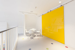 Altro Showroom London 2016-Altro resins-Altro Whiterock White-Altro Whiterock Chameleon-Altro Whiterock doorset-24 (Altro USA) Tags: whiterock white walls showroom retail resin grey generalareas chameleon yellow