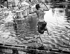 Kolkata (daniele romagnoli - Tanks for 15 million views) Tags:    indien india romagnolidaniele d810 nikon asia  inde indiana indiani  strada street road bianconero biancoenero bw indie calcuta calcutta blackandwhite monocromo monochrome kolkata donna ragazzi boys