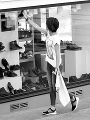 Cute cleaner of windows (patrick_milan) Tags: noiretblanc blackandwhite noir blanc monochrome nb bw black white street rue people personne gens streetview fminin femal femme woman women girl fille belle beautiful portrait face candide