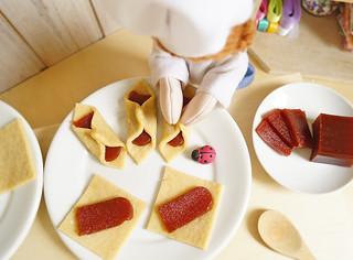 Coloque os beliscões em uma forma untada e leve ao forno pré-aquecido até dourar (em média 20 minutinhos está pronto!)