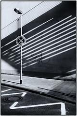 Muster (duesentrieb) Tags: blackandwhite bw germany deutschland pattern cityscape streetlamp brunswick infrastructure sw schwarzweiss muster braunschweig infrastruktur niedersachsen lowersaxony stadtlandschaft strasenlaterne